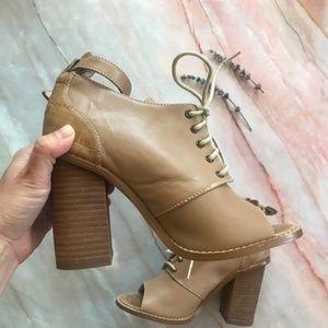 Kelsi Dagger Women's High heel sandal A117